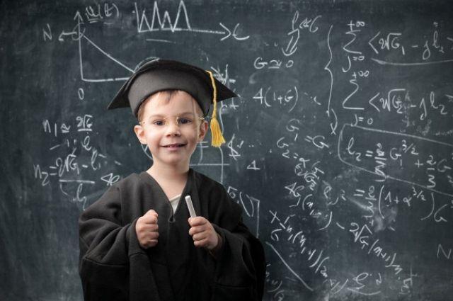Мат и беспорядок: ученые назвали три признака гения