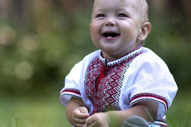Первый год жизни: корочки на голове, первые прививки, детские игрушки