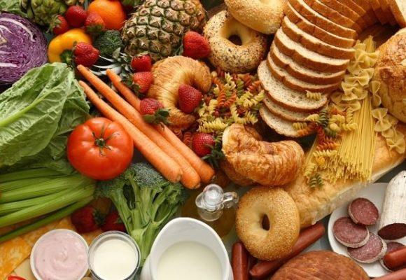 Лишний груз: какие продукты лучше не есть после сорока лет