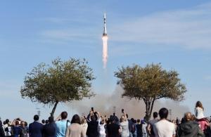 ЧП по пути к МКС: российский «Союз» с 2 космонавтами США и РФ на борту терпит крушение — подробности