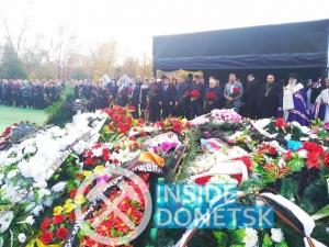 Террористы из всех округов оккупированного Крыма, Донецка, Луганска и России приехали к могиле Захарченко — кадры