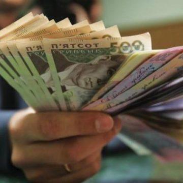 Правительству предложили повысить зарплаты за счет сокращения налогов