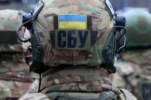 В СБУ показали, что так яростно охраняла мать «регионалки» Бережной — слиток золота и письмо Лаврову