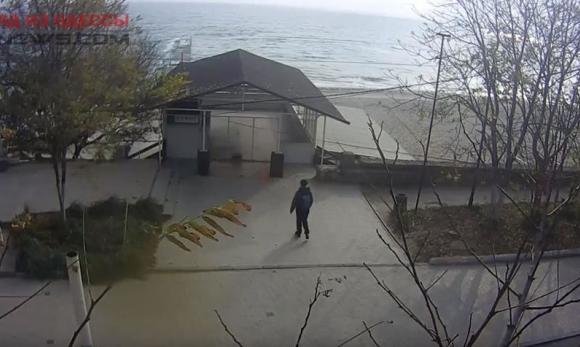 В Одессе у любительницы купаться в море, похитили одежду