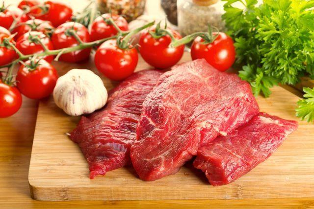Красное мясо: как правильно есть и в чем вред для человека