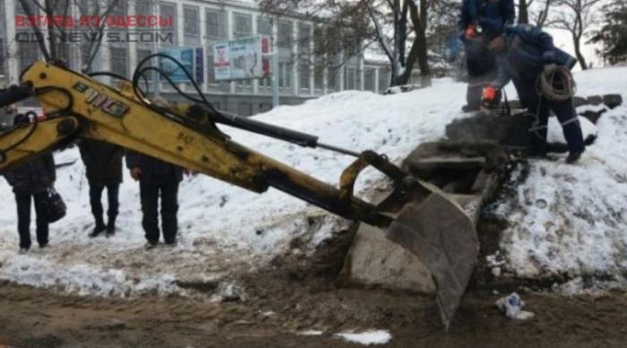 В Одессе человек упал в шахту теплотрассы