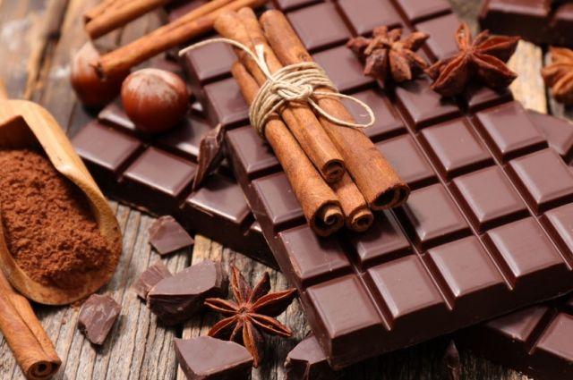 Ученые рассказали, как шоколад помогает от кашля