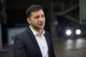 «Вы обижаете мою семью, но я не хочу, чтобы Вас били», — Зеленский резко пообщался с журналисткой после сдачи анализов