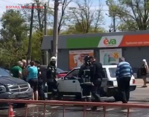В Одессе на проезжую часть вылилось топливо, понадобилась помощь спасателей