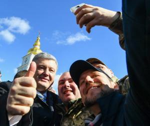 Не боясь и по-простому: Порошенко произвел фурор появлением на улице Киева — видео