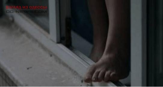 В спальном районе Одессы выпрыгнувшую из окна женщину пытались спасти