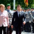 Историческая встреча: СМИ показали первое фото улыбающейся Меркель после знакомства с Зеленским в Берлине
