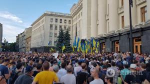 Киев захлестнул многотысячный митинг: под АП потасовки с полицией, митингующие требуют прихода Зеленского — кадры