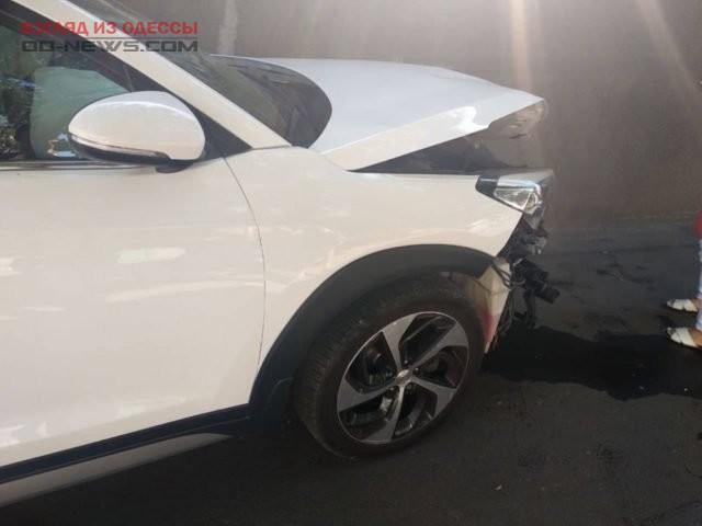 В Одессе в результате ДТП автомобиль влетел в стену дома