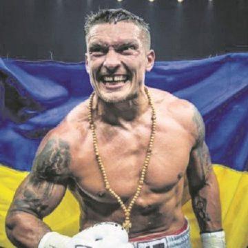 Усик — Уизерспун: украинец «расправился» с соперником из США и красиво ворвался в супертяжелый дивизион