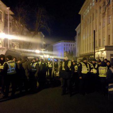 Пока Зеленский ведет переговоры с Путиным, у ОП в Киеве собираются тысячи митингующих: что происходит