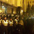 Под офисом Зеленского столкновения с силовиками: активисты начали ставить сцену и палатки