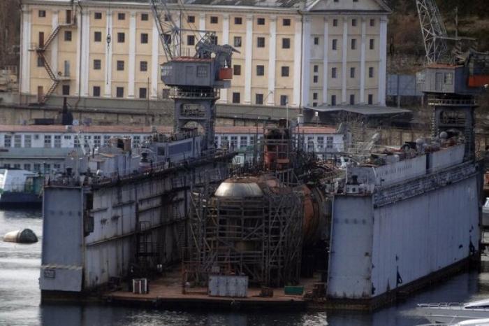 В Крыму затонула российская подлодка с ремонтным доком: что произошло — фото