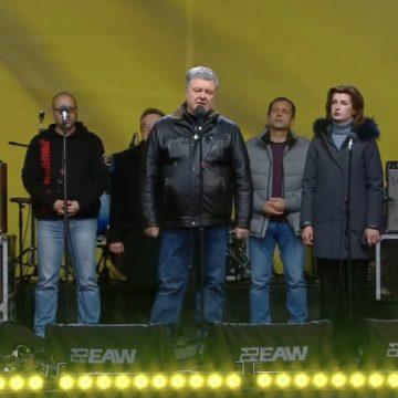 Видео, как Порошенко рукоплескал весь Майдан за бескомпромиссную речь: «Услышьте!»
