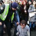 В Киеве избиты и задержаны активисты, задавшие блогеру из России вопрос о Крыме